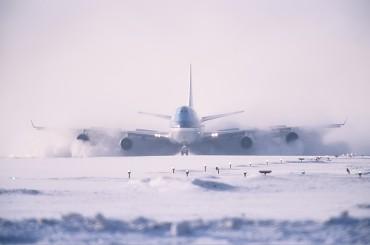 KLM_Boeing_747-400_Sapporo_snow_Yagi